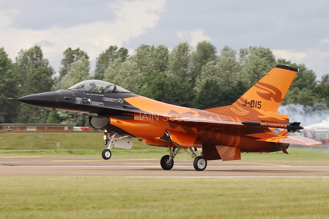 Orange, the stunning RNAF F-16 demo team.
