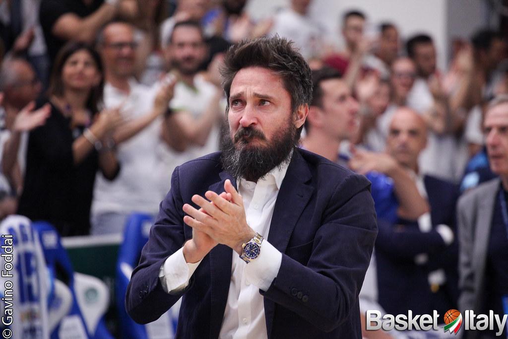 Nuovo colpo di scena a Sassari: Pozzecco rimane il coach della Dinamo