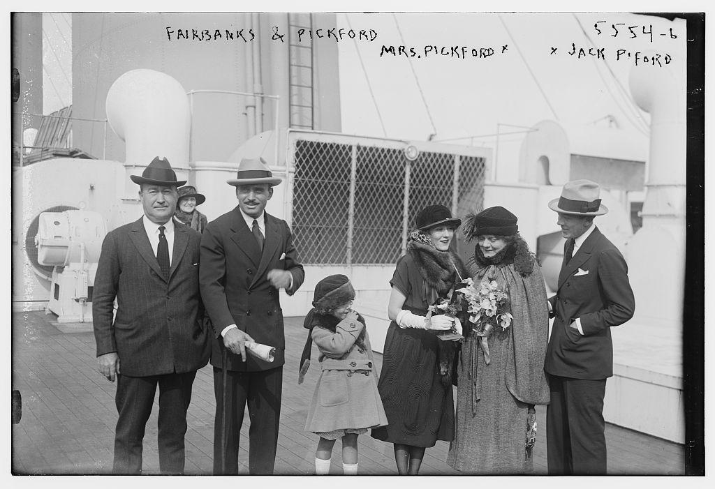 Fairbanks & Pickford, Mrs. Pickford, (LOC)