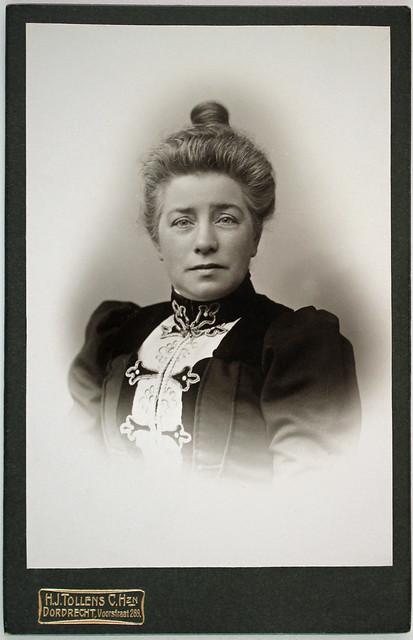 Portrait of an unknown woman by H.J. Tollens, Dordrecht, ca. 1905