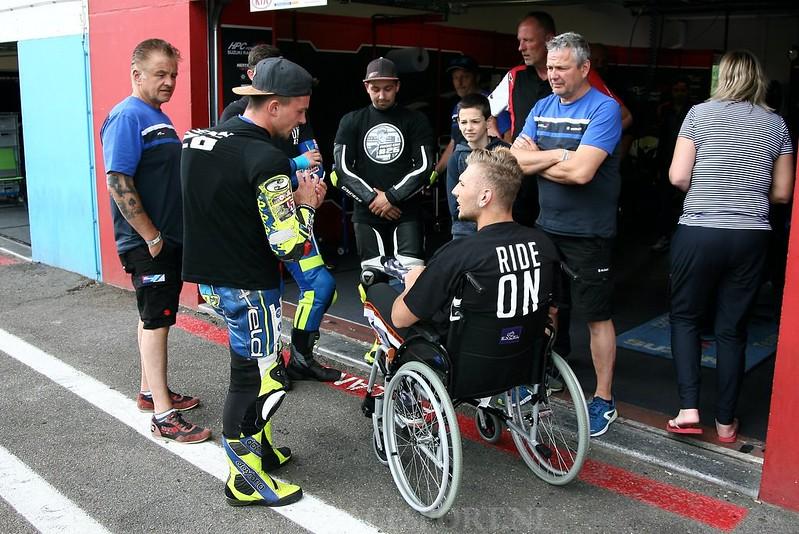 Bobby Bos-Kevin Sieder-Daniel Kartheininger en teamleden