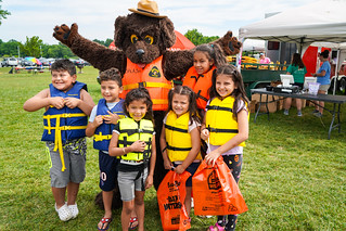 Photo of children with Splash the Water Safety dog mascot