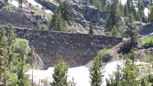 Chinese Wall of the Sierra