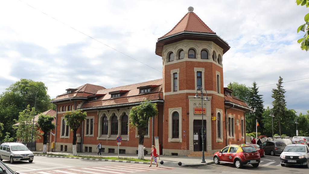 Ramnicu Valcea: Oficiul Postal - a photo on Flickriver