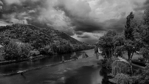 cahors france frankrijk pont brug bridge wolken clouds bw zw