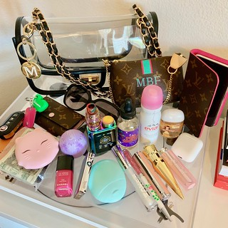 Pretty Plastic Purse/What's In My Bag-Summer 2019