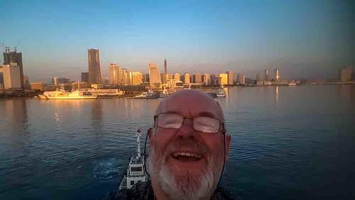 nikon5300 yokohama asia city cruise japan port ship tourist worldcruise geo:lat=3545646917 geo:lon=13966276897 geotagged 201903120614310 sunrise selfie portrait