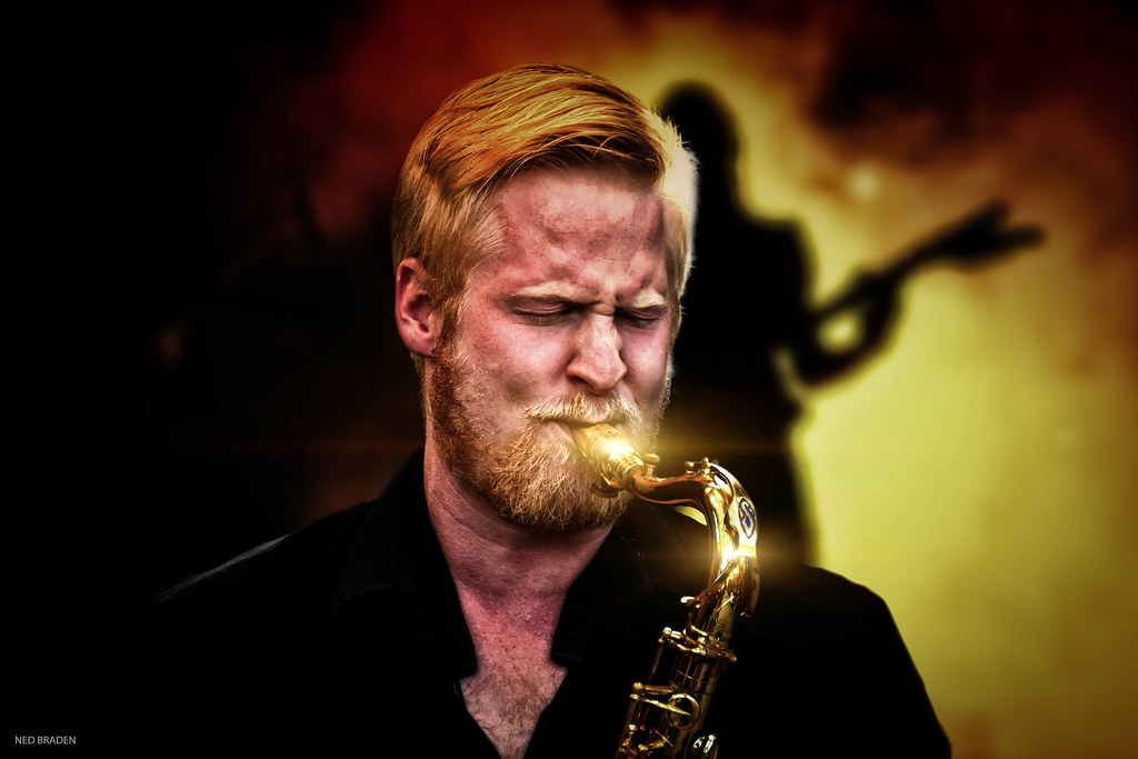 il jouait du saxo debout (+ original ) 48107175041_7d5645bc6e_b