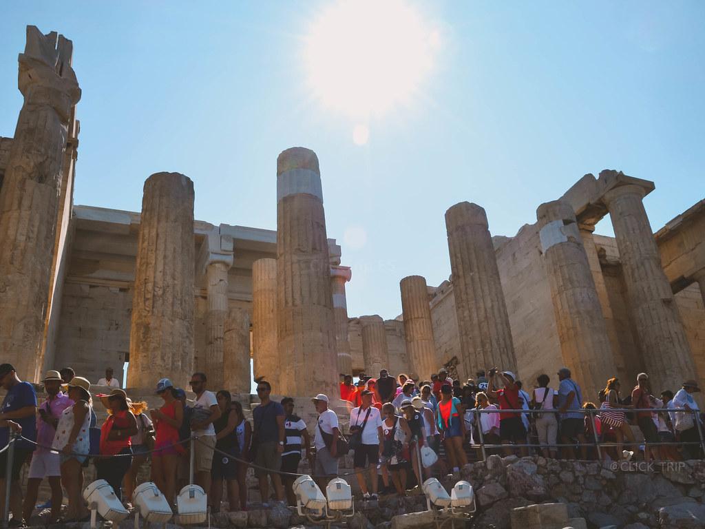 · Aglomeración de visitantes en la Acrópolis de Atenas ·