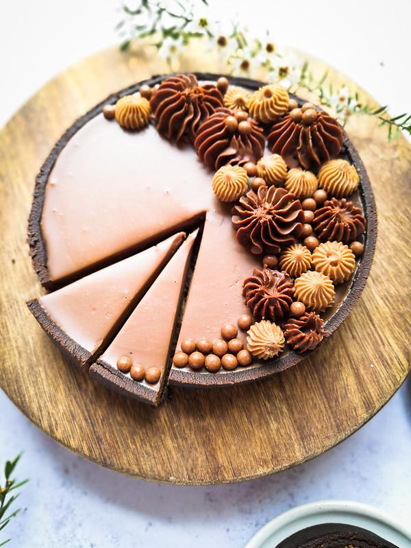 Milk chocolate tart with Swiss meringue buttercream