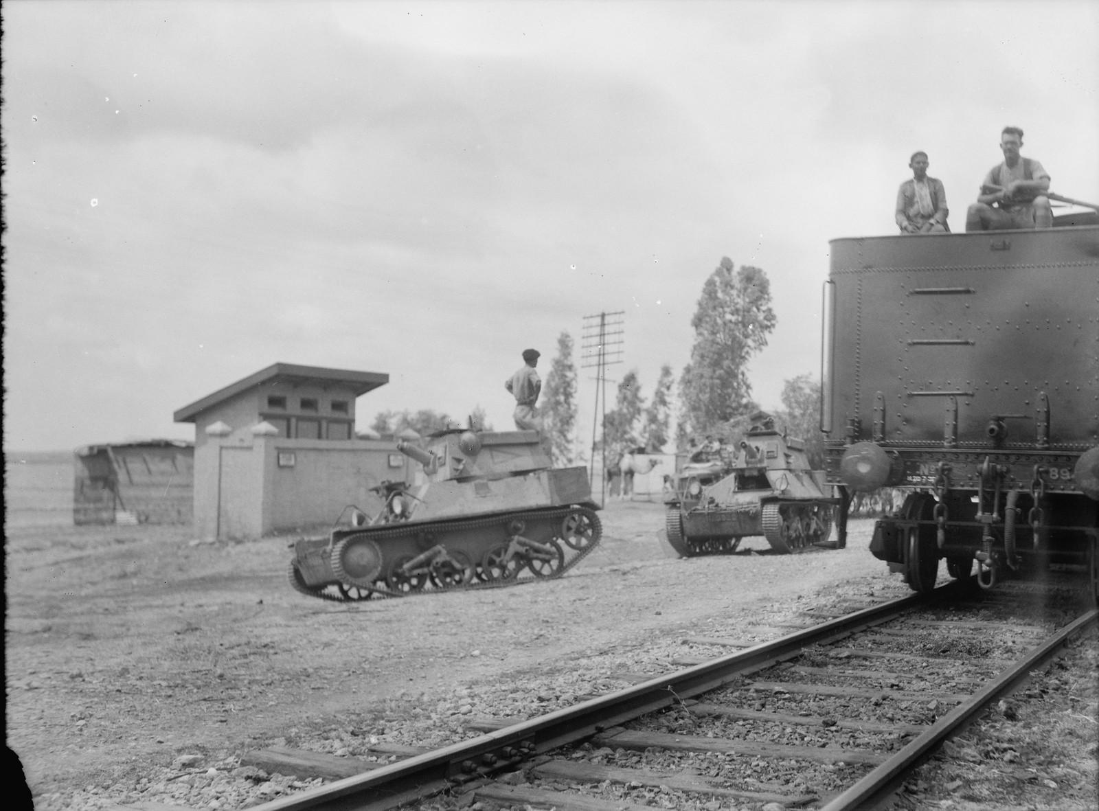 01. Бронетанки сопровождают поезда