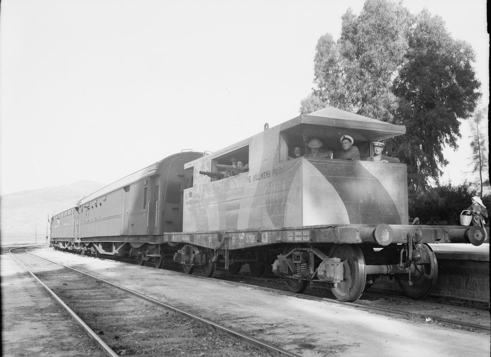 08. Броневагон сопровождает пассажирский поезд
