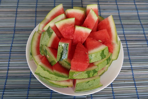 Aufgeschnittene Wassermelone auf unserem Balkon
