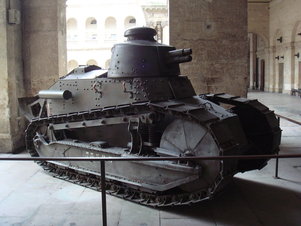 Char_Renault_FT17_at_the_Invalides