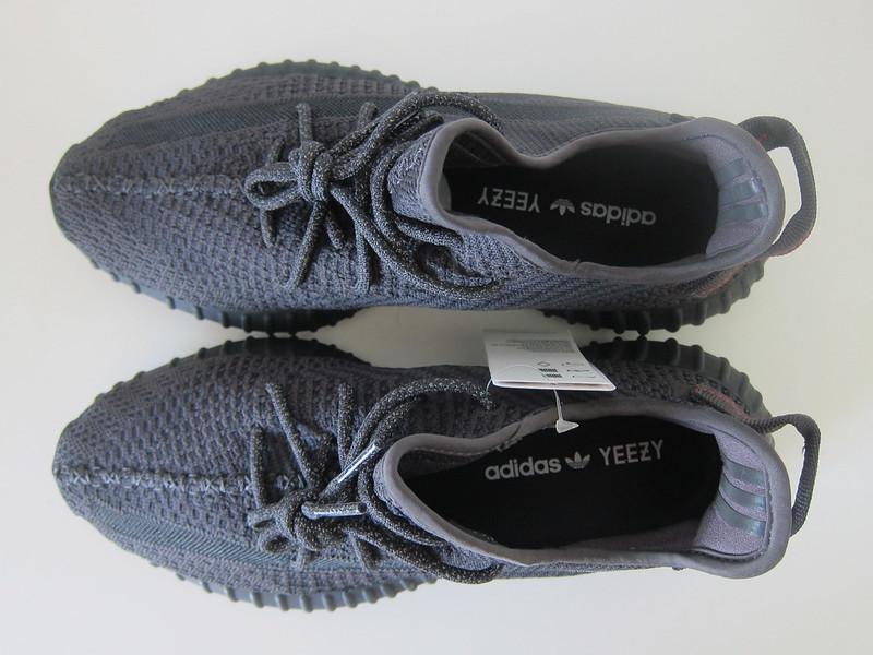 Yeezy Boost 350 v2 (Black) - Top