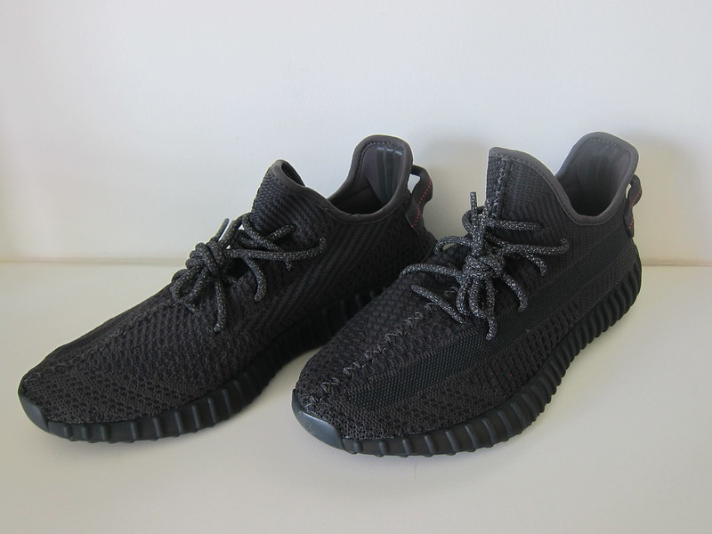 Yeezy Boost 350 v2 (Black)