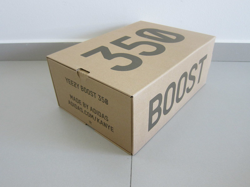 Yeezy Boost 350 v2 (Black) - Box