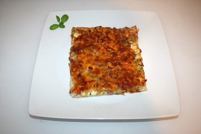 13 - Leek bacon pizza - Served / Lauch-Schinken-Pizza - Serviert