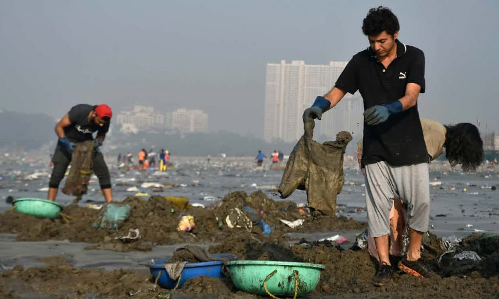 versova-beach-mumbai-worlds-largest-beach-clean-up-plastic-pollution-hindustan-Times-1024x614