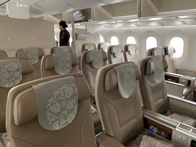 中國東方航空公司布達佩斯中轉上海回台北787-9超級經濟艙搭乘心得 @amarylliss。艾瑪[隨處走走]