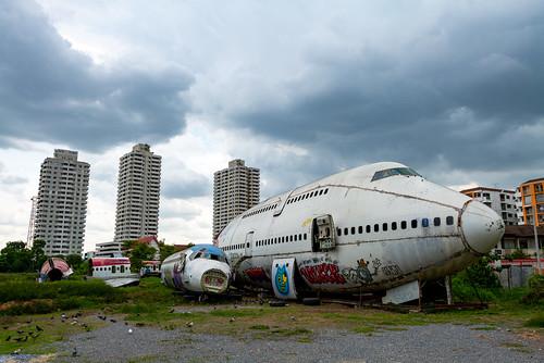 Aircraft scraps (MD-80, B747)