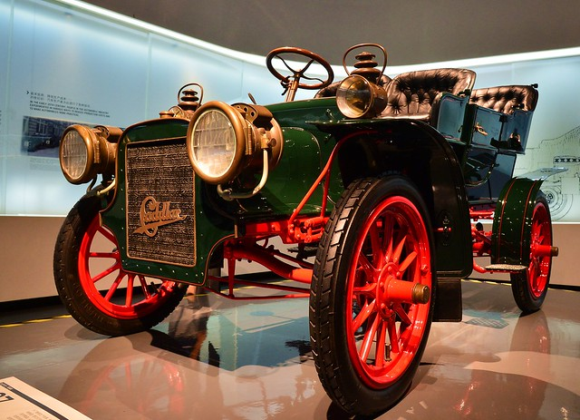 Anting - 1907 Cadillac Model M
