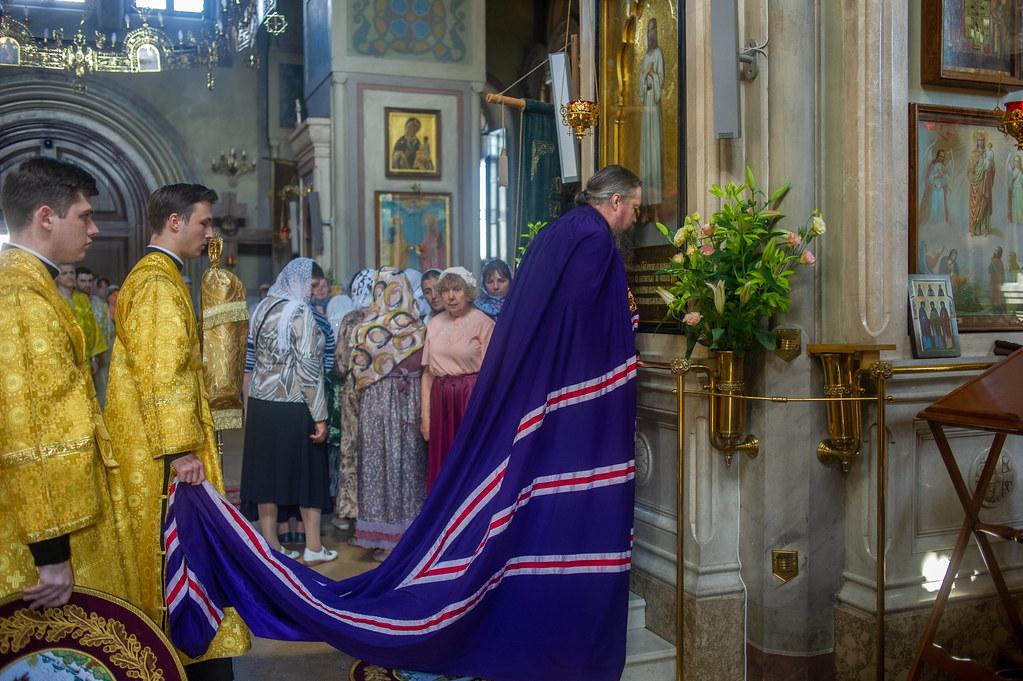 В Неделю 1-ю по Пятидесятнице, Всех святых, епископ Воскресенский Дионисий совершил Божественную литургию в храме Всех святых Алексеевского ставропигиального женского монастыря