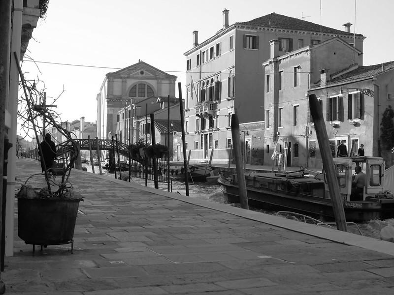 Venise en noir et blanc + Ajouts couleur 48114950141_0348b73a94_c