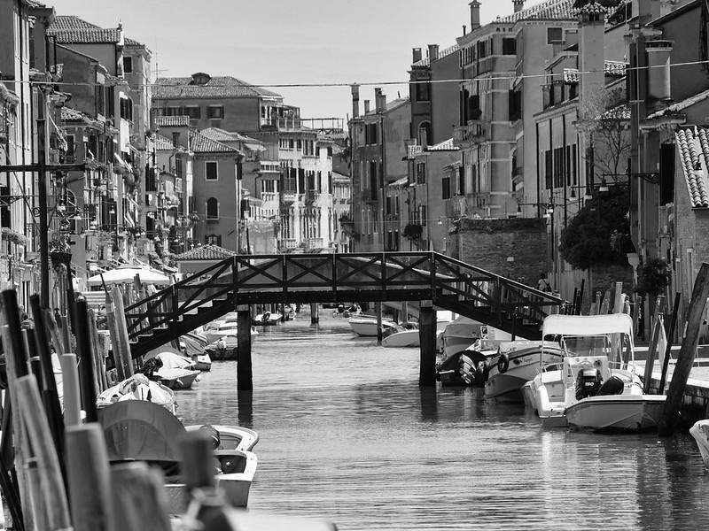 Venise en noir et blanc + Ajouts couleur 48114989328_6abe61402d_c