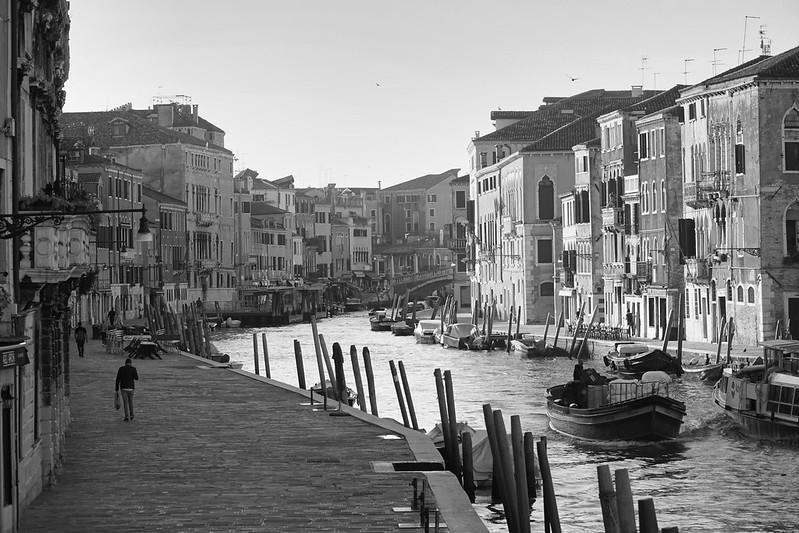 Venise en noir et blanc + Ajouts couleur 48115007216_b94ea98469_c