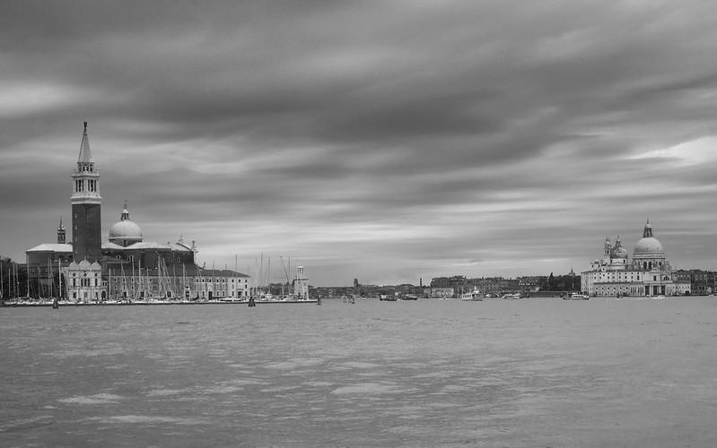 Venise en noir et blanc + Ajouts couleur 48115007643_72ccddb9e1_c