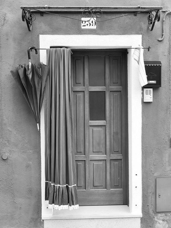 Venise en noir et blanc + Ajouts couleur 48115010246_b8d657d151_c