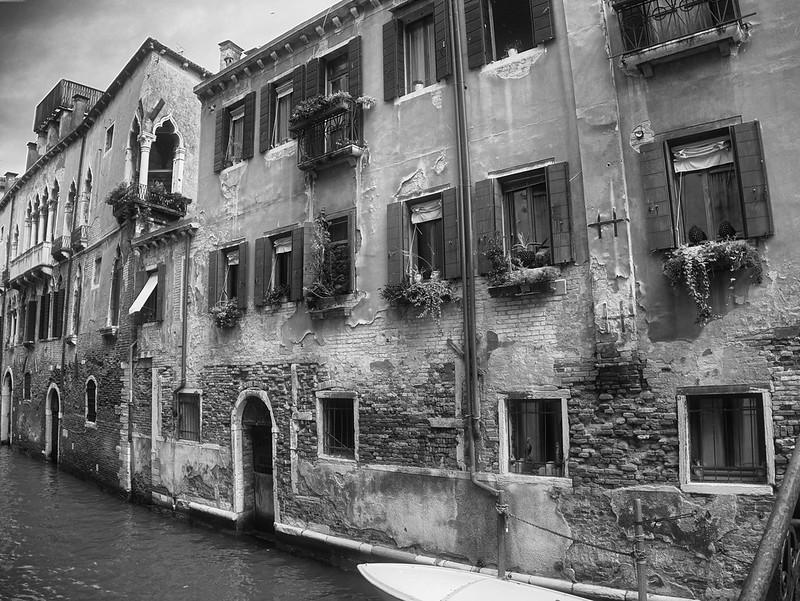Venise en noir et blanc + Ajouts couleur 48115011568_687dda2cdd_c