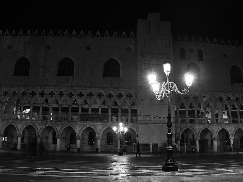 Venise en noir et blanc + Ajouts couleur 48115032623_59b6f09d0c_c