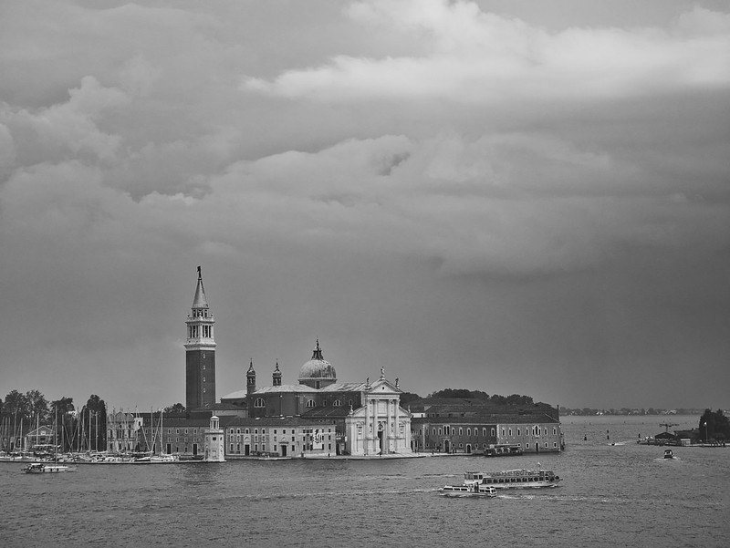 Venise en noir et blanc + Ajouts couleur 48115035272_0bb9bc8d60_c
