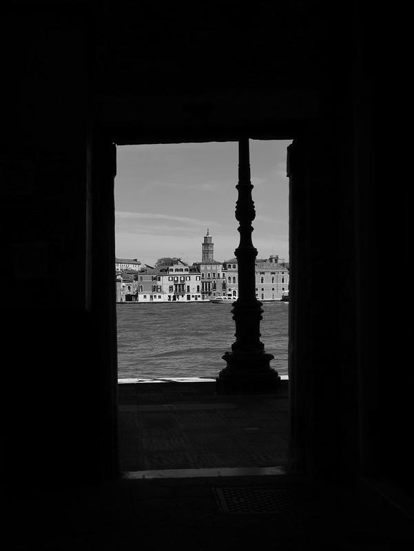 Venise en noir et blanc + Ajouts couleur 48115036462_8fc5d91876_c
