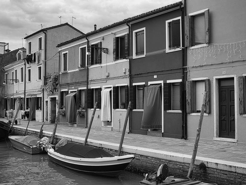 Venise en noir et blanc + Ajouts couleur 48115055167_c86acffc9c_c