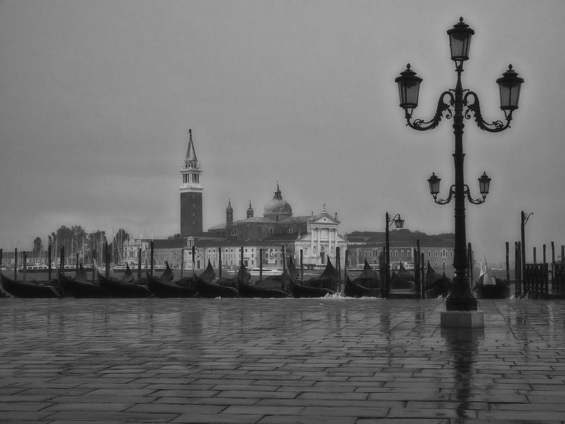 Venise en noir et blanc + Ajouts couleur 48115057558_7b12e50665_c