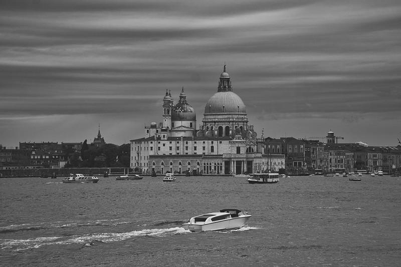 Venise en noir et blanc + Ajouts couleur 48115061747_07653c8eb9_c