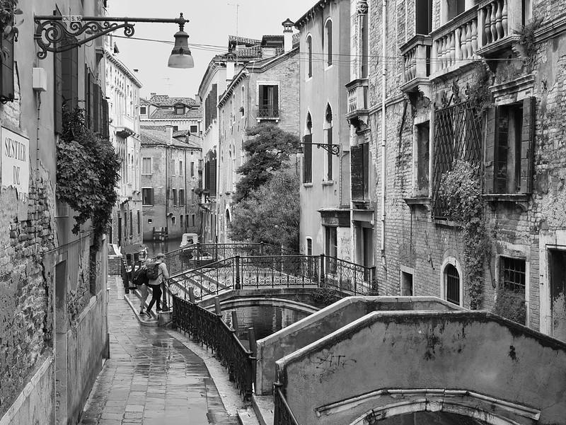 Venise en noir et blanc + Ajouts couleur 48115070028_7e624893a4_c