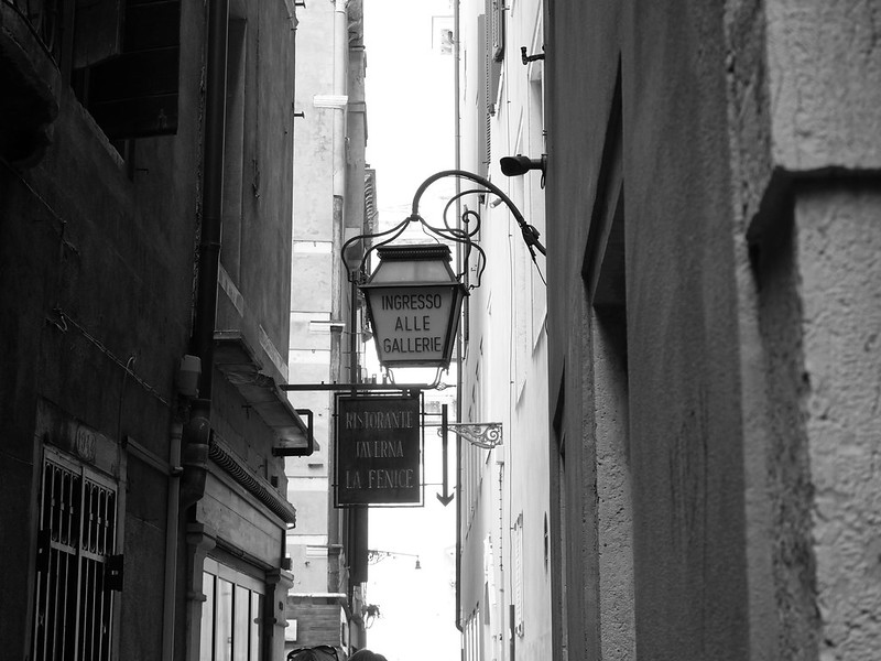 Venise en noir et blanc + Ajouts couleur 48115073583_e2e97b3c41_c