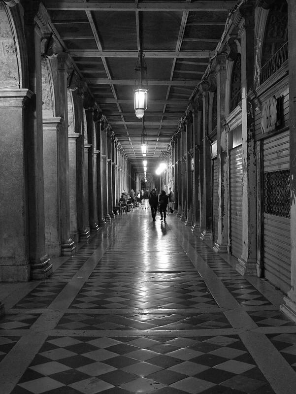 Venise en noir et blanc + Ajouts couleur 48115094997_2b78c77cdc_c