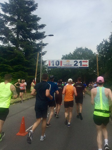 De beruchte afsplitsing van de 10 km en de halve marathon.