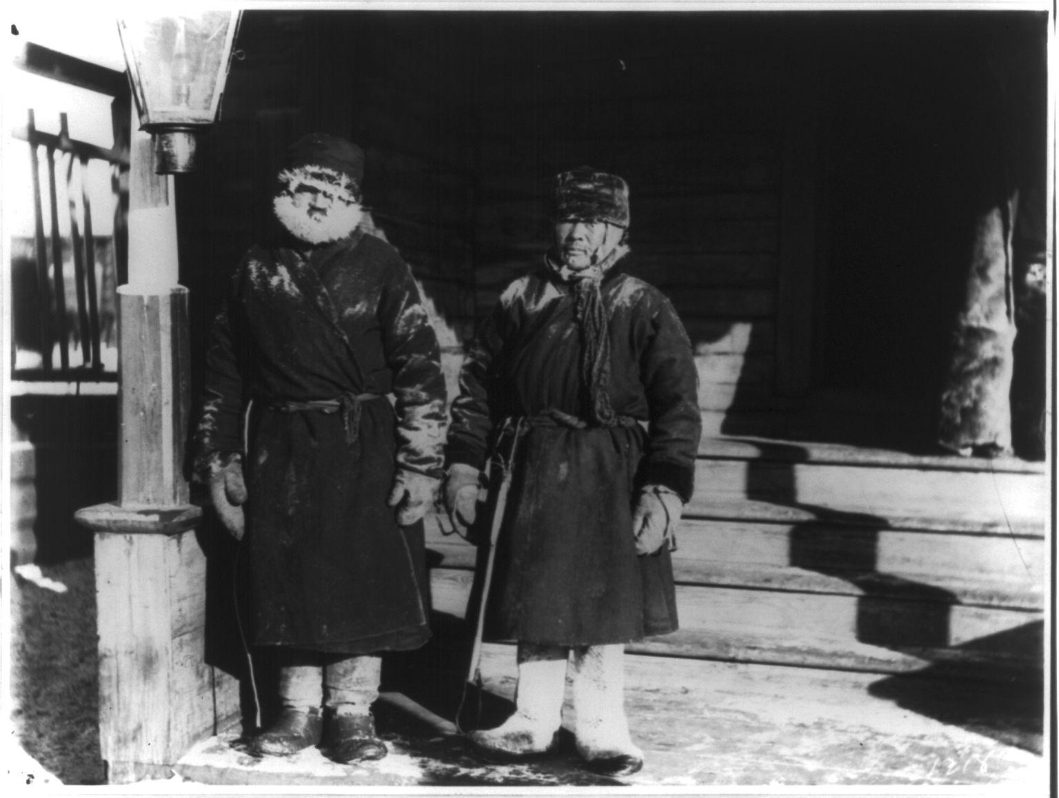 Два ямщика сразу после проезда тридцати верст по сибирской почтовой дороге на 40 градусов ниже нуля