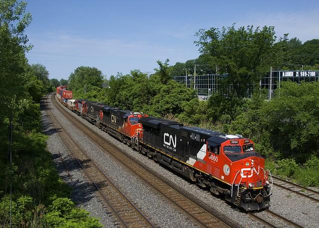CN 3860 leading