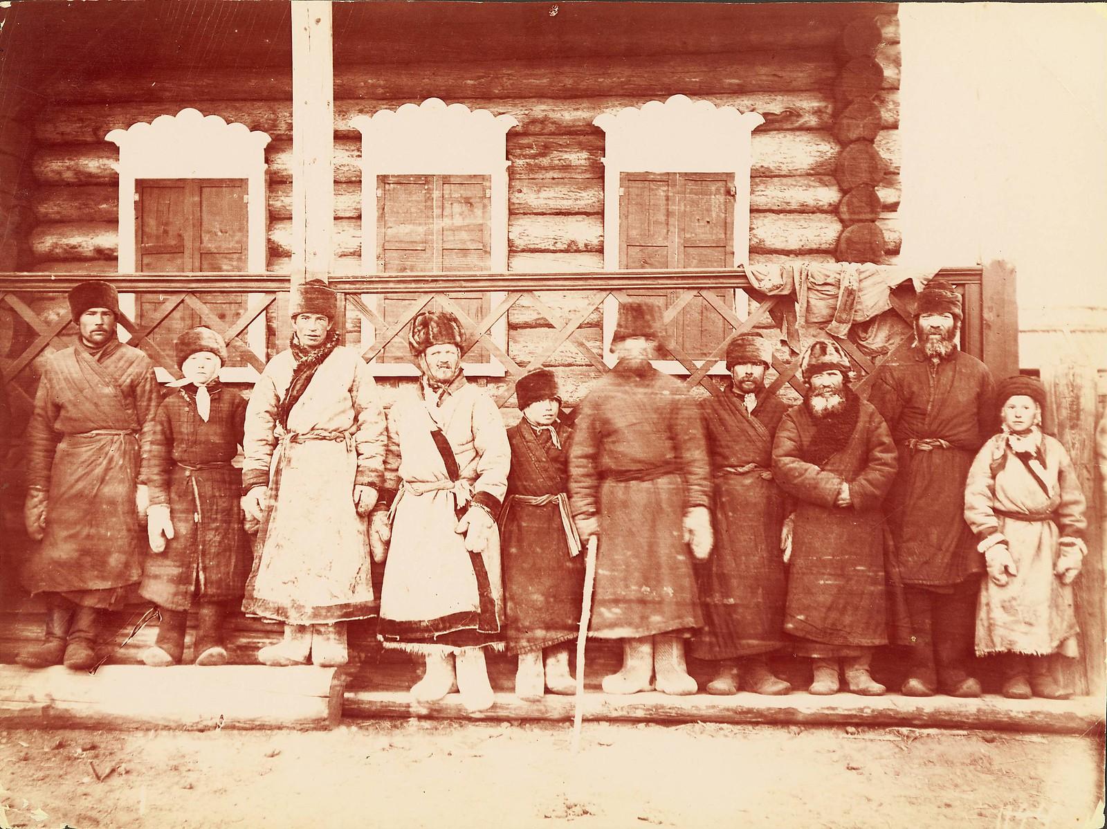 Группа ямщиков. Много азиатских типов