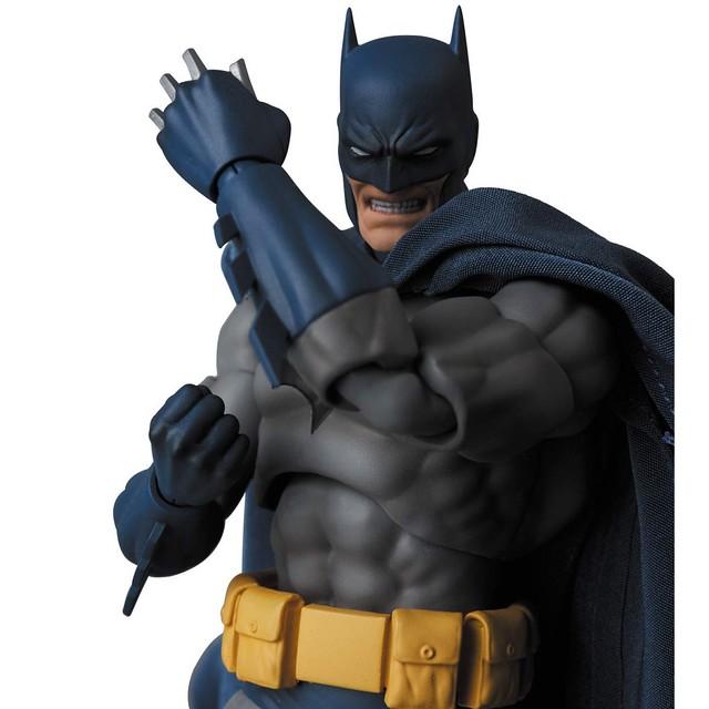 "以經典漫畫名作造型登場!! MAFEX《蝙蝠俠:緘默》蝙蝠俠 BATMAN バットマン ""HUSH"""