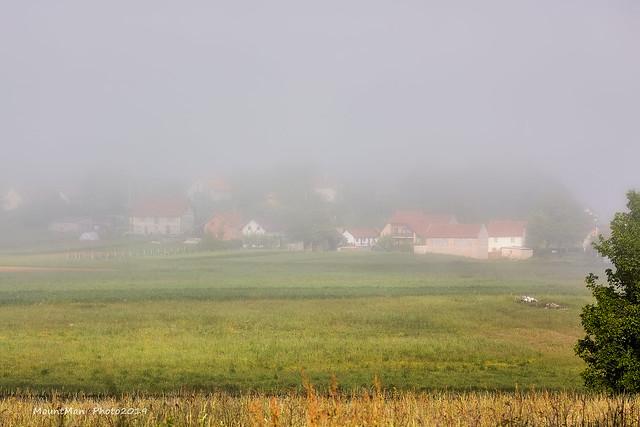Sporo podizanje magle u selima na rubu Gackog polja