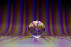 Test onde luminose su sfera di vetro