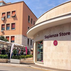 #Buongiorno Sapienza con una foto del Sapienza Store di @fitalabibi ・・・ #Repost: «Monday is the day when student's free time ends and lectures start. As a medical student you don't really have student's life on the weekends. :beer::tada: […]» ・・・ #repostS